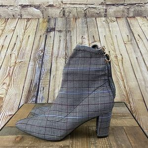 NWOT Plaid pointed toe Allegra booties size 8